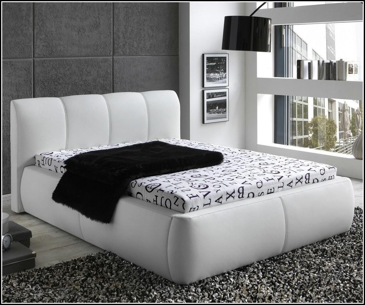 Schlafzimmer Bett 140x200