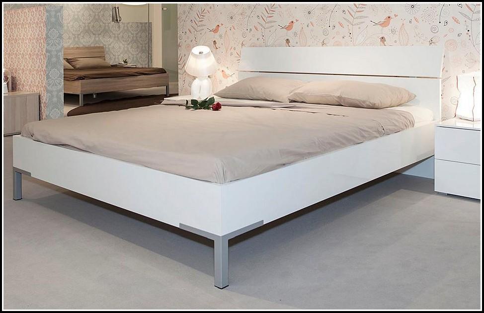 Bett 140x200 Weiß