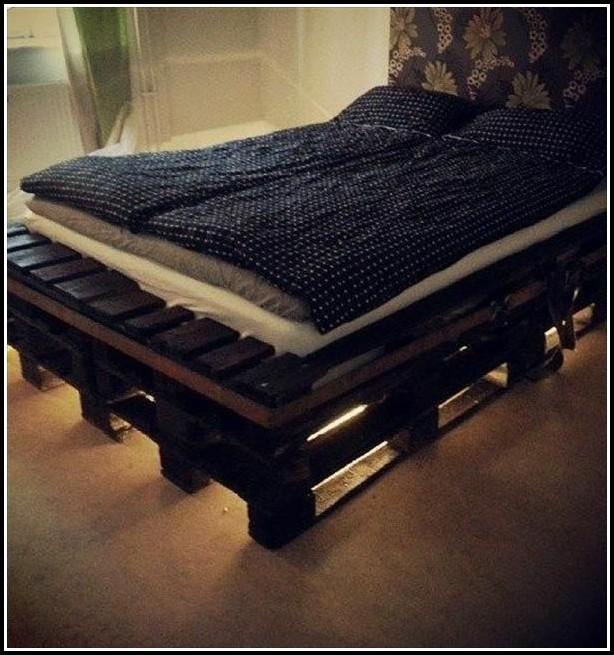 bett aus europaletten bauen anleitung betten house und dekor galerie pnwyooyrbn. Black Bedroom Furniture Sets. Home Design Ideas