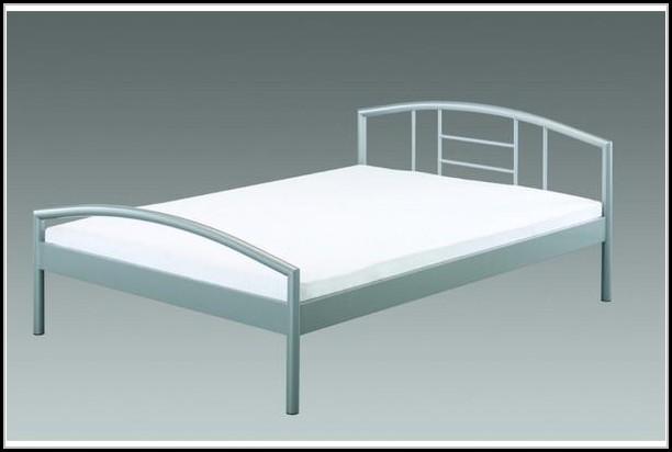 Bett Metall