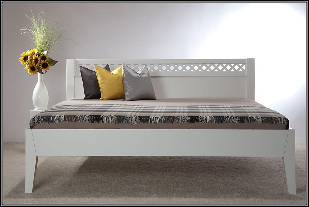 massivholz betten im landhausstil betten house und. Black Bedroom Furniture Sets. Home Design Ideas