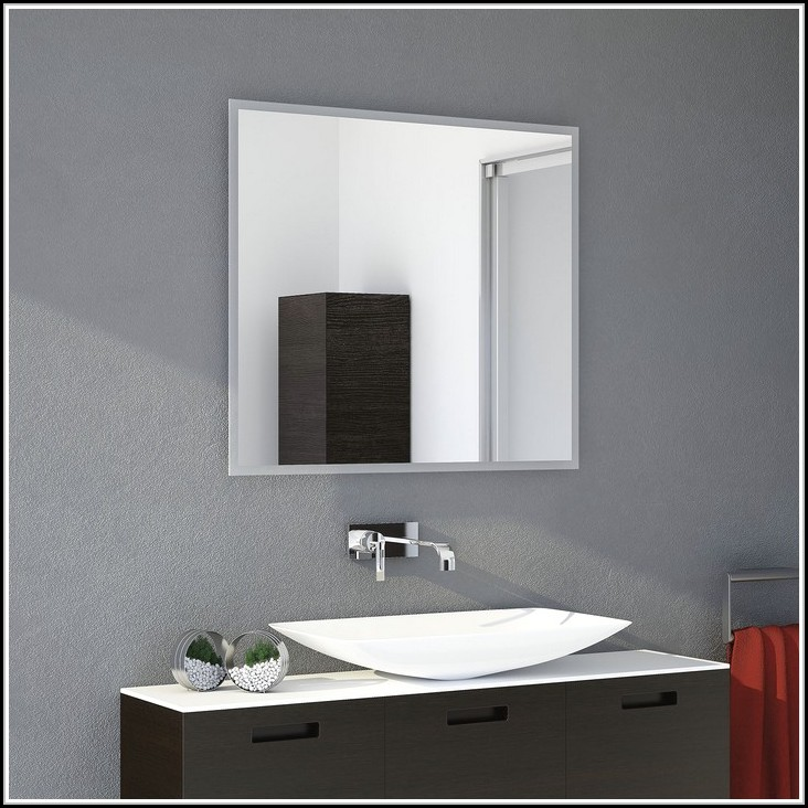 badezimmerspiegel mit beleuchtung und steckdose beleuchthung house und dekor galerie elkgb8vra7. Black Bedroom Furniture Sets. Home Design Ideas