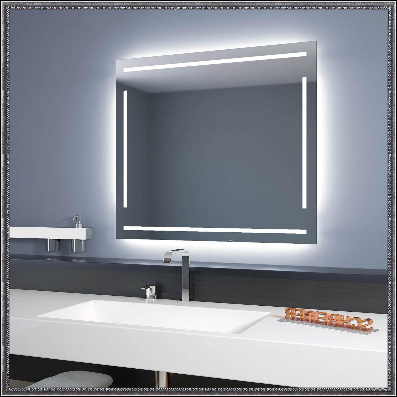Badezimmerspiegel Mit Led Beleuchtung Und Ablage