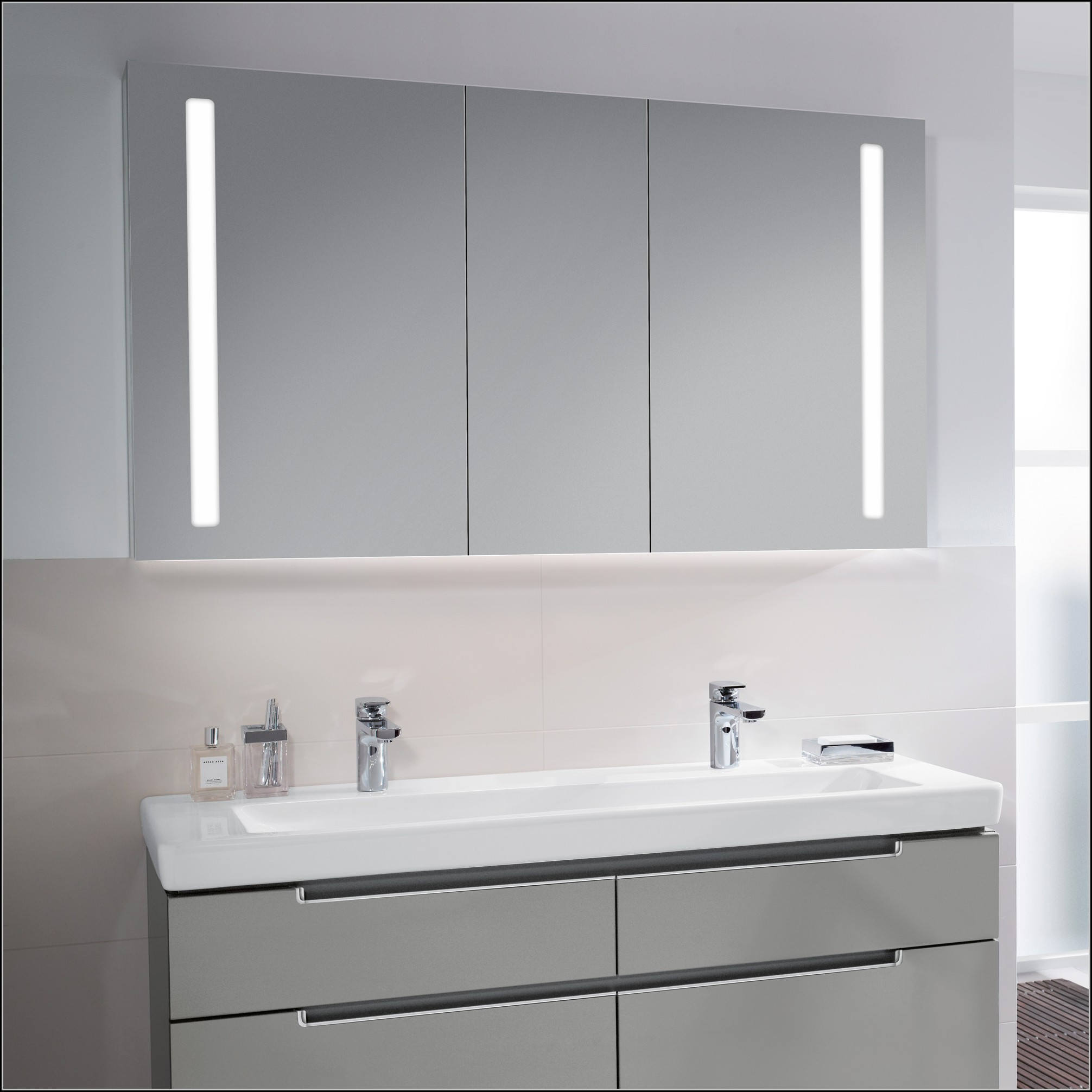 villeroy boch my view spiegelschrank mit led beleuchtung. Black Bedroom Furniture Sets. Home Design Ideas