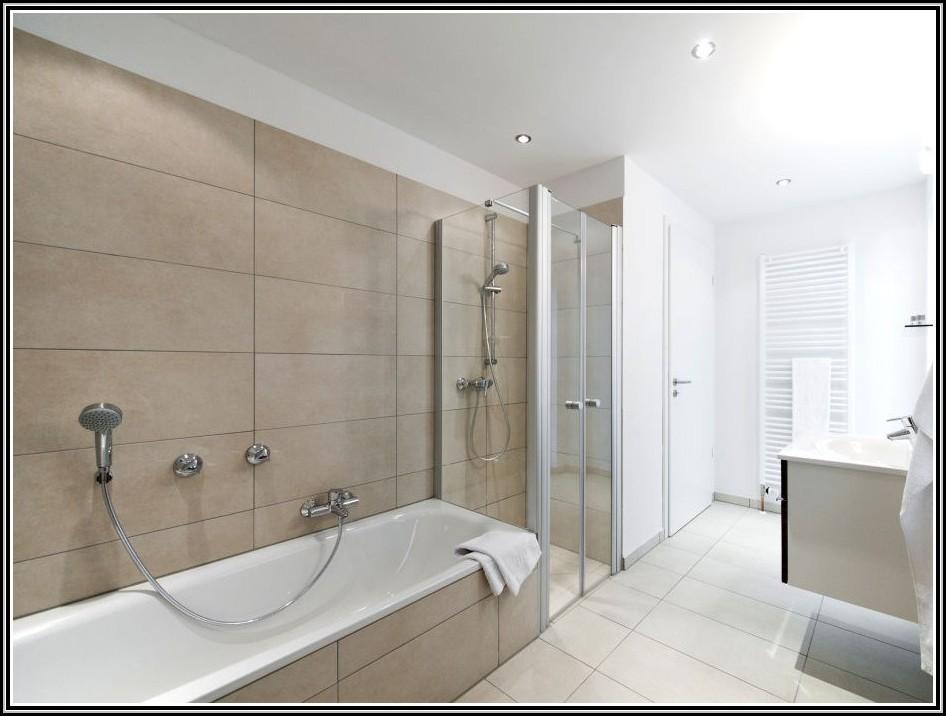 badezimmer mit dusche und badewanne badewanne house und dekor galerie xg12o5xrmz. Black Bedroom Furniture Sets. Home Design Ideas