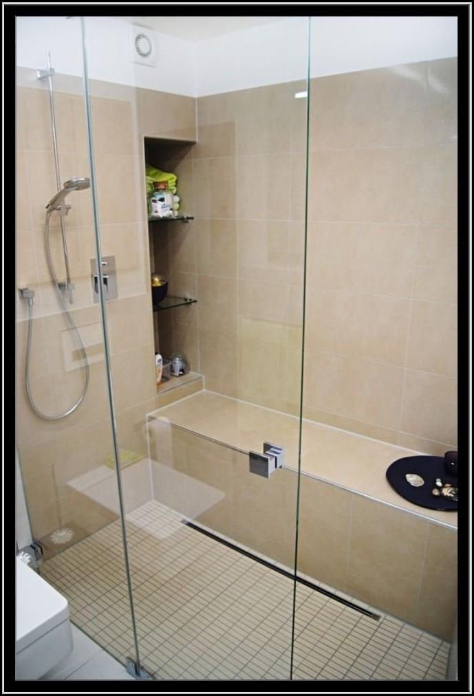 begehbare dusche neben badewanne badewanne house und. Black Bedroom Furniture Sets. Home Design Ideas
