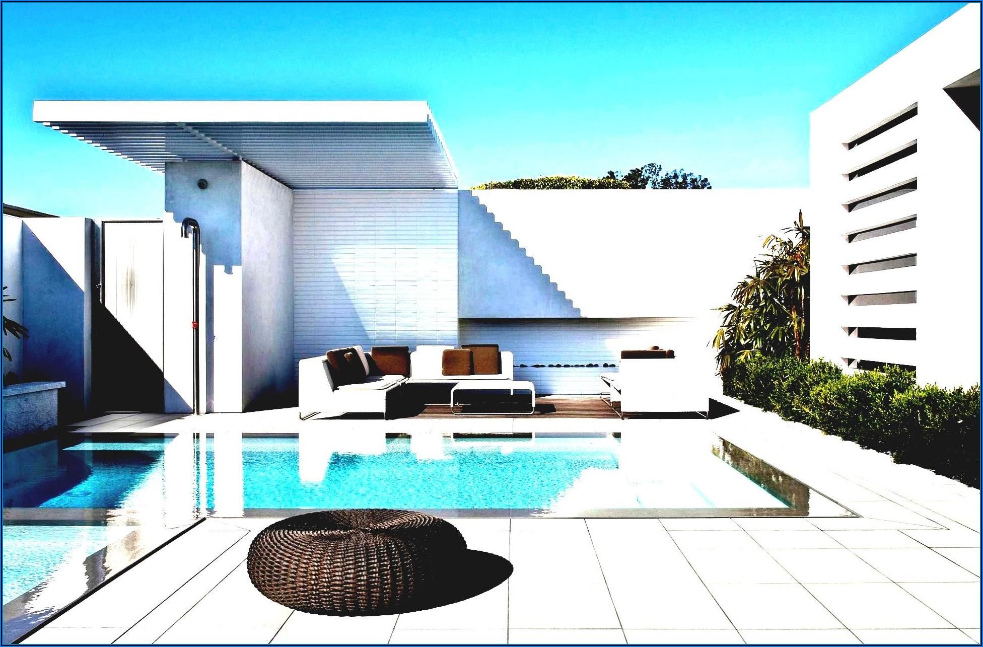 Kleine Terrasse Mit Pool