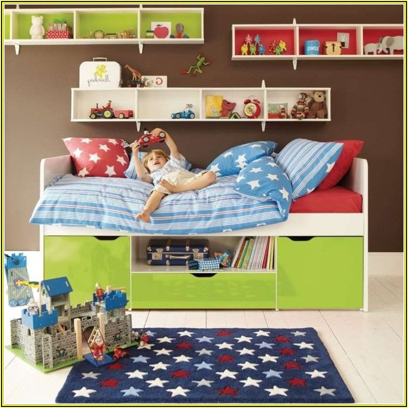 Regal über Bett Kinderzimmer